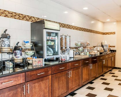 Free continental breakfast | Quality Inn & Suites