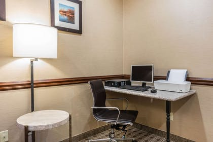 Business center | Comfort Inn & Suites Quad Cities - East Moline