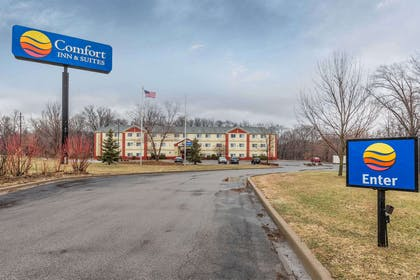 Hotel exterior | Comfort Inn & Suites Quad Cities - East Moline