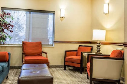 Hotel lobby | Comfort Inn & Suites Quad Cities - East Moline