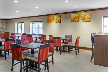 Enjoy breakfast in this seating area   Quality Inn