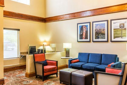 Lobby with sitting area | Comfort Suites Lansing