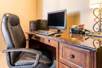 Business center | Comfort Suites Normal University area