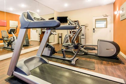 Fitness center | Comfort Suites Normal University area