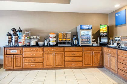 Breakfast counter | Comfort Suites Normal University area