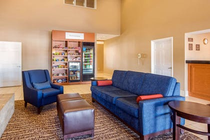 Spacious lobby | Comfort Suites Normal University area