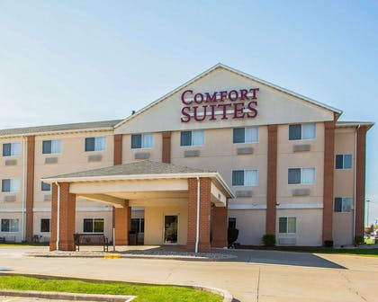 Hotel entrance | Comfort Suites Normal University area