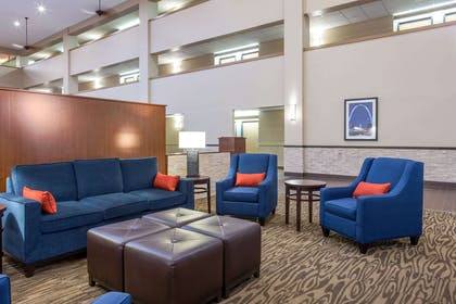 Lobby with sitting area | Comfort Inn Collinsville