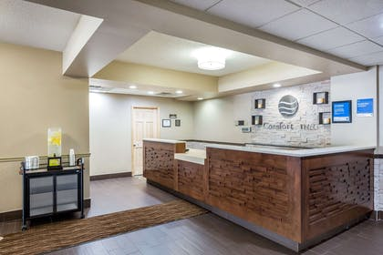 Front desk with friendly staff | Comfort Inn Collinsville