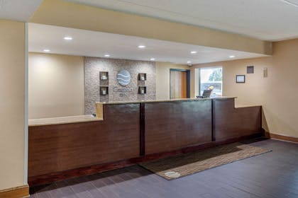 Front desk | Comfort Inn Arlington Heights Chicago O'Hare Airport