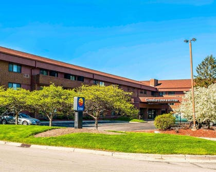 Hotel near popular attractions | Comfort Inn & Suites North at the Pyramids
