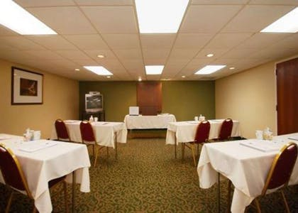 Banquetmeeting room with audiovisual equipment | Comfort Inn & Suites North at the Pyramids