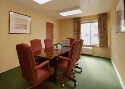 Boardroom | Comfort Inn & Suites North at the Pyramids