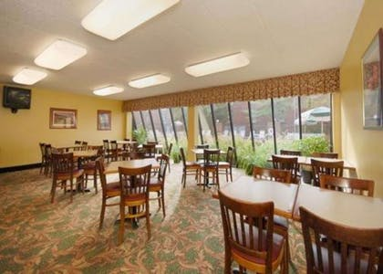Breakfast room | Comfort Inn & Suites North at the Pyramids