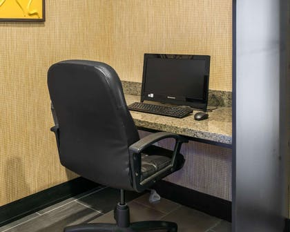 Business center with high-speed Internet access | Quality Inn Franklin I-65