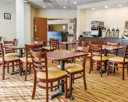 Enjoy breakfast in this seating area | Sleep Inn