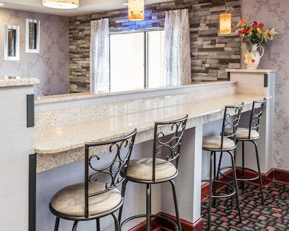Enjoy breakfast in this seating area | Quality Inn & Suites South Bend