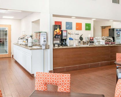 Breakfast counter | Comfort Suites Elkhart