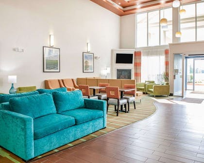 Beautifully decorated hotel | Comfort Suites Elkhart
