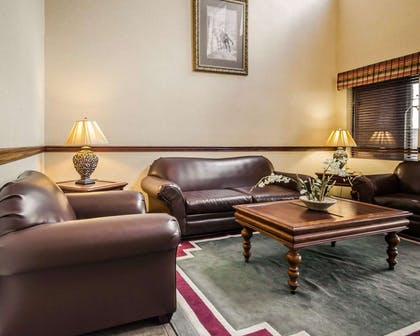 Lobby with sitting area | Quality Suites