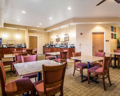 Enjoy breakfast in this seating area | Comfort Suites Merrillville