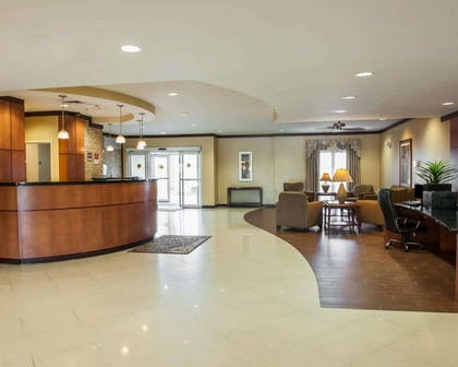 Hotel lobby | Comfort Suites Southport