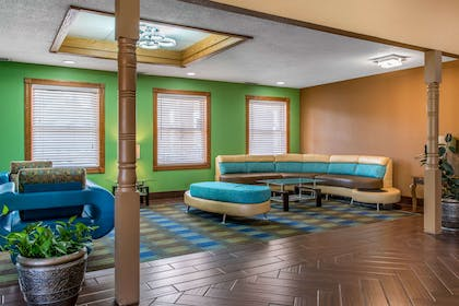 Hotel lobby | Quality Inn & Suites Bedford West