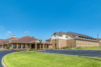 Hotel exterior | Quality Inn & Suites Bedford West