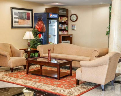 Beautifully decorated hotel | Comfort Suites near Indianapolis Airport