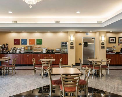 Enjoy breakfast in this seating area | Comfort Suites near Indianapolis Airport