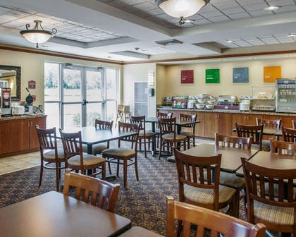 Enjoy breakfast in this spacious area | Comfort Suites French Lick