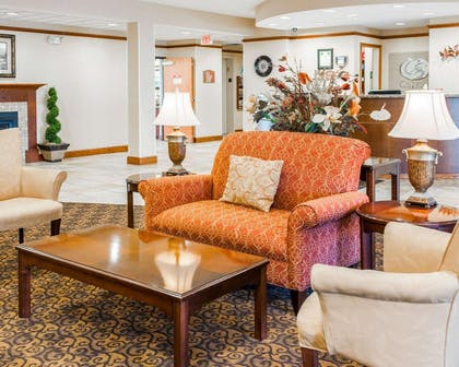 Lobby with sitting area | Comfort Suites French Lick