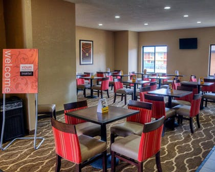 Spacious breakfast area | Comfort Suites