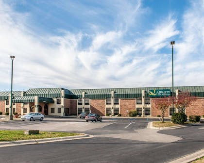 Hotel exterior | Quality Inn & Suites Shelbyville I-74