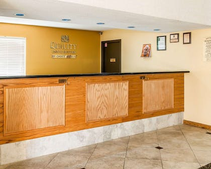 Front desk | Quality Inn & Suites Shelbyville I-74