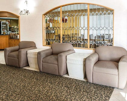 Lobby with sitting area | Quality Inn & Suites Shelbyville I-74