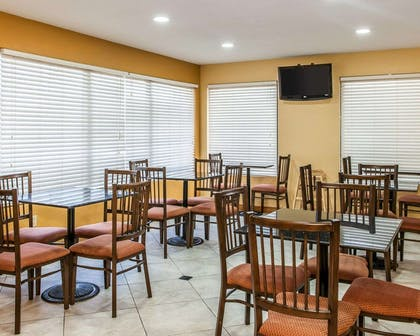 Enjoy breakfast in this seating area | Quality Inn & Suites Shelbyville I-74