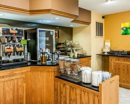 Breakfast counter | Quality Inn & Suites Shelbyville I-74