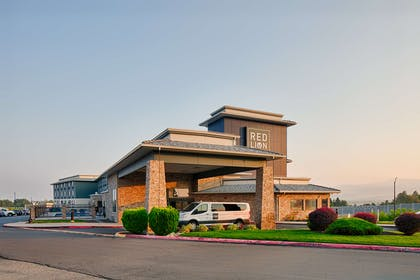 Exterior Night | Red Lion Inn & Suites Boise Airport