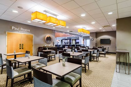Enjoy breakfast in this seating area | Comfort Inn & Suites Logan International Airport