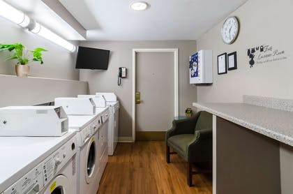 Guest laundry facilities | Comfort Inn & Suites Logan International Airport