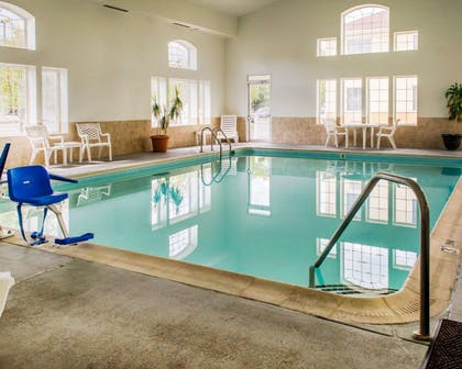 Indoor pool | Comfort Suites Waldorf