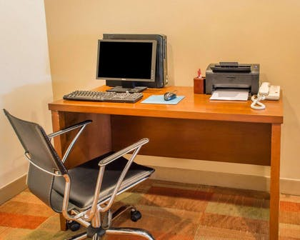 Business center | Comfort Suites Waldorf