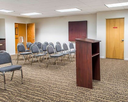 Meeting room | Comfort Suites Waldorf