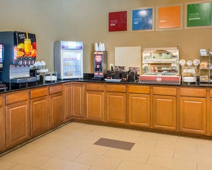 Free hot breakfast | Comfort Suites Waldorf