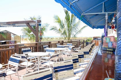 Lenny's Beach Bar & Grill | Clarion Resort Fontainebleau Hotel - Oceanfront