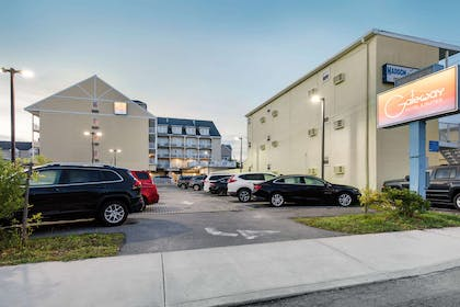 Hotel exterior | Gateway Hotel & Suites, an Ascend Hotel Collection Member