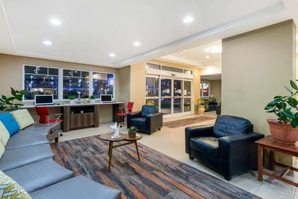 Hotel lobby | Gateway Hotel & Suites, an Ascend Hotel Collection Member