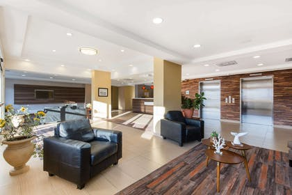 Spacious lobby with sitting area | Gateway Hotel & Suites, an Ascend Hotel Collection Member