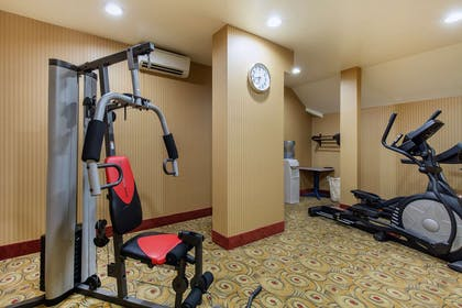 Fitness center | Gateway Hotel & Suites, an Ascend Hotel Collection Member